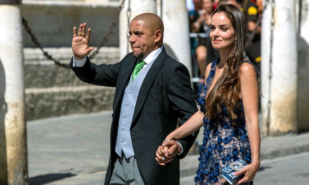 El exfutbolista ROberto Carlos y su pareja. (EFE)