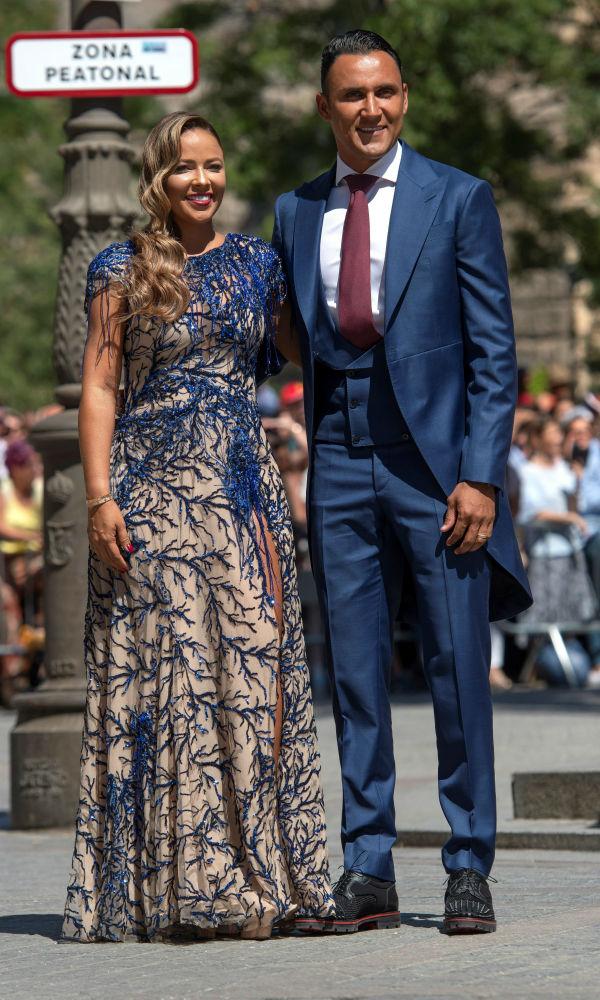 El futbolista Keylor Navas junto a su esposa Andrea Salas. (EFE)