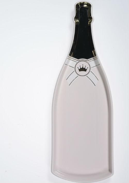 Bandeja en forma de botella, $42, de Macy's. (Foto: Gerald López-Cepero)
