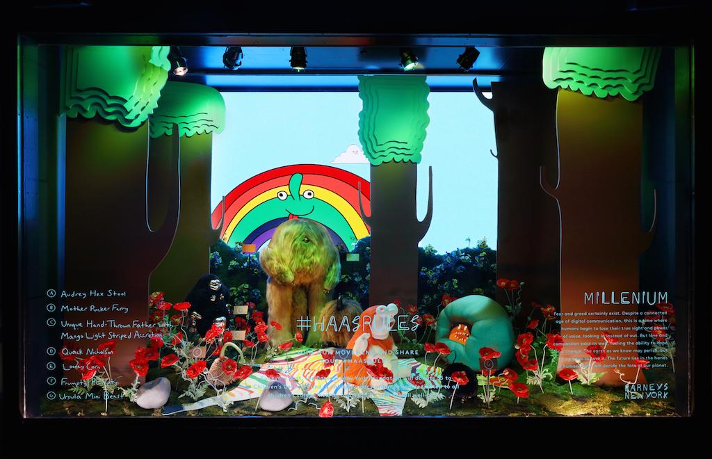 El dúo de artistas The Haas Brothers se ha apoderado de las vitrinas de Barneys. El arte de los gemelos decora asimismo los interiores de la tienda por departamentos en otras localidades alrededor de los Estados Unidos. Cada escaparate es una representación de un mundo sicodélico irreal con colores brillantes y criaturas imaginarias. (Foto WGSN)