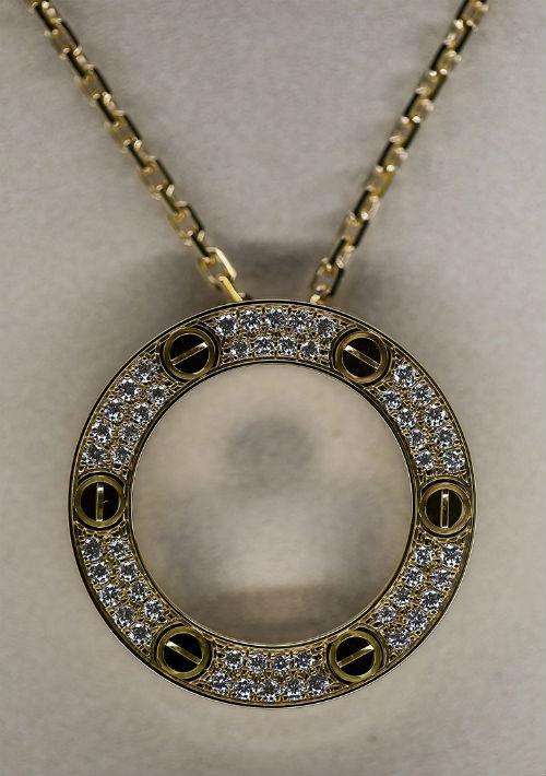 Colgante de oro y diamantes de Cartier. (Xavier García)