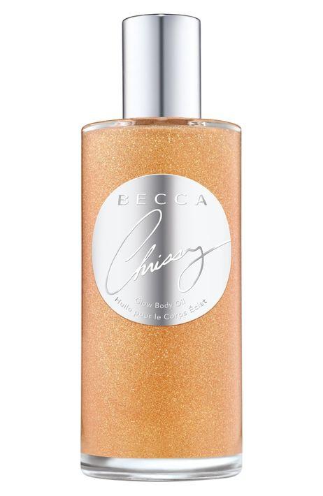 Becca x Chrissy Teigen Glow Body Oil - La modelo y presentadora Chrissy Teigen se une a Becca, para crear este aceite corporal con un toque de brillo. Además, posee un suave aroma y puede aplicarse tanto en la piel como en el cabello para una hidratación profunda. (Suministrada)