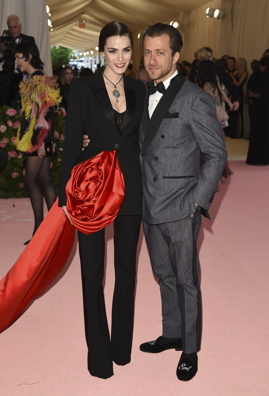 La hija de Anna Wintour, Bee Shaffer y su esposo, Francesco Carrozzini. (AP)