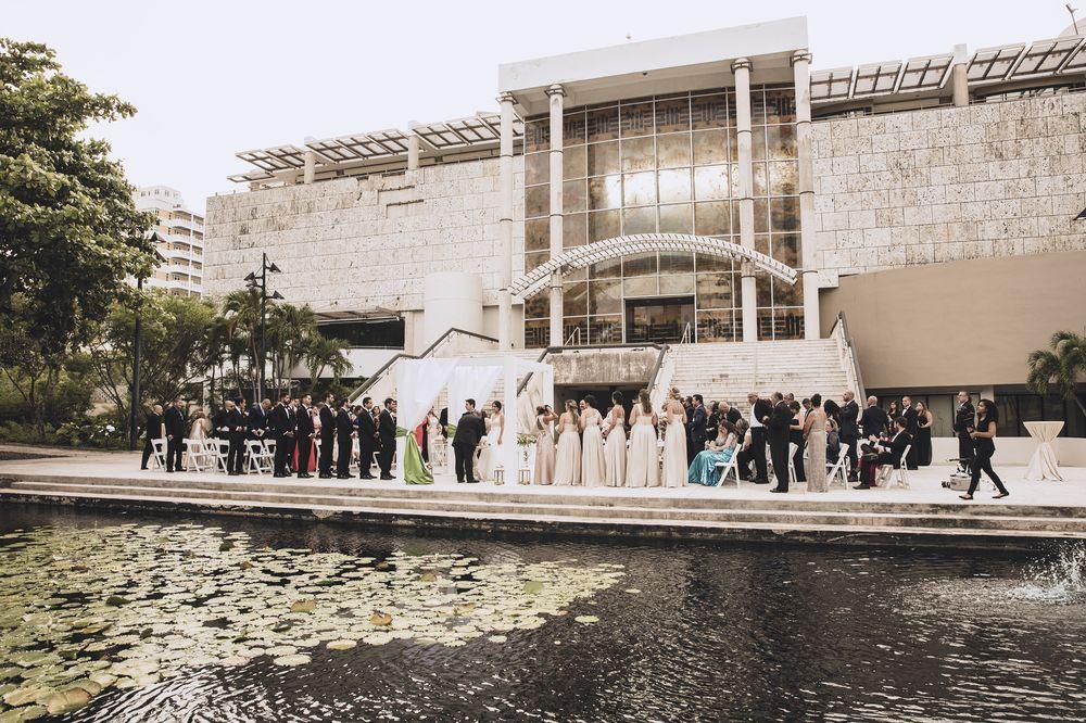 Ceremonia y recepción: Museo de Arte de Puerto Rico.Música de la ceremonia - Eleganza Music. SP2 y Big J Music amenizaron la recepción.