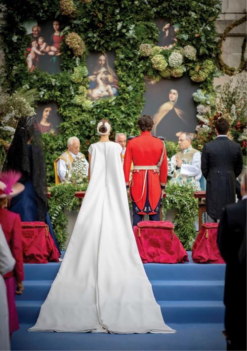 El heredero de la Casa de Alba y su ya esposa congregaron a 400 invitados en el palacio de Liria de Madrid. (Foto: EFE)