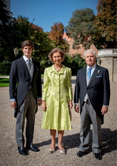 La reina Sofía, Carlos Fitz-James Stuart, duque de Alba, y su hijo Carlos Fitz-James-Stuart y Solís.(Foto: EFE)