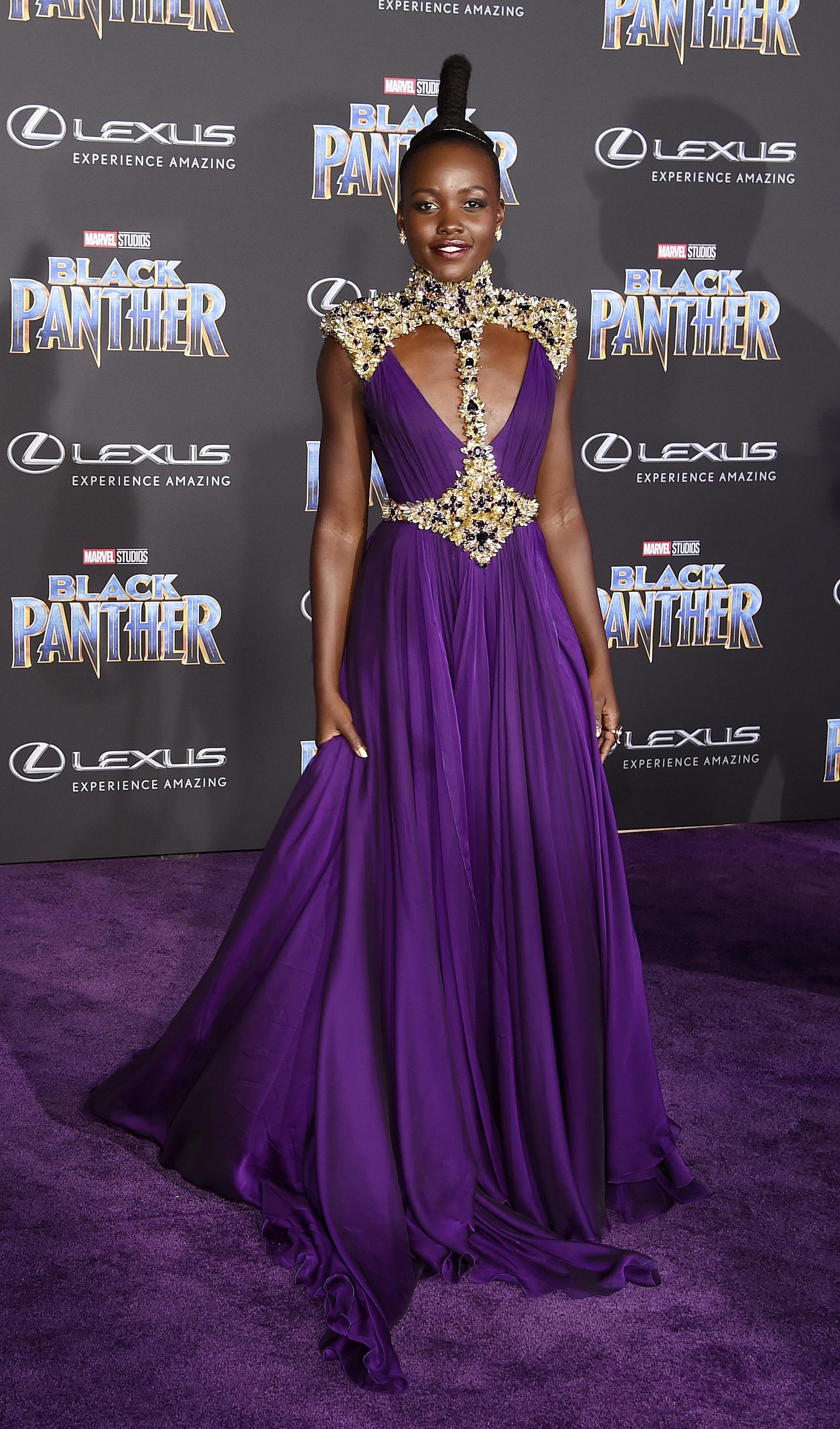 Lupita Nyong'o en Versace (Chris Pizzello/Invision/AP)