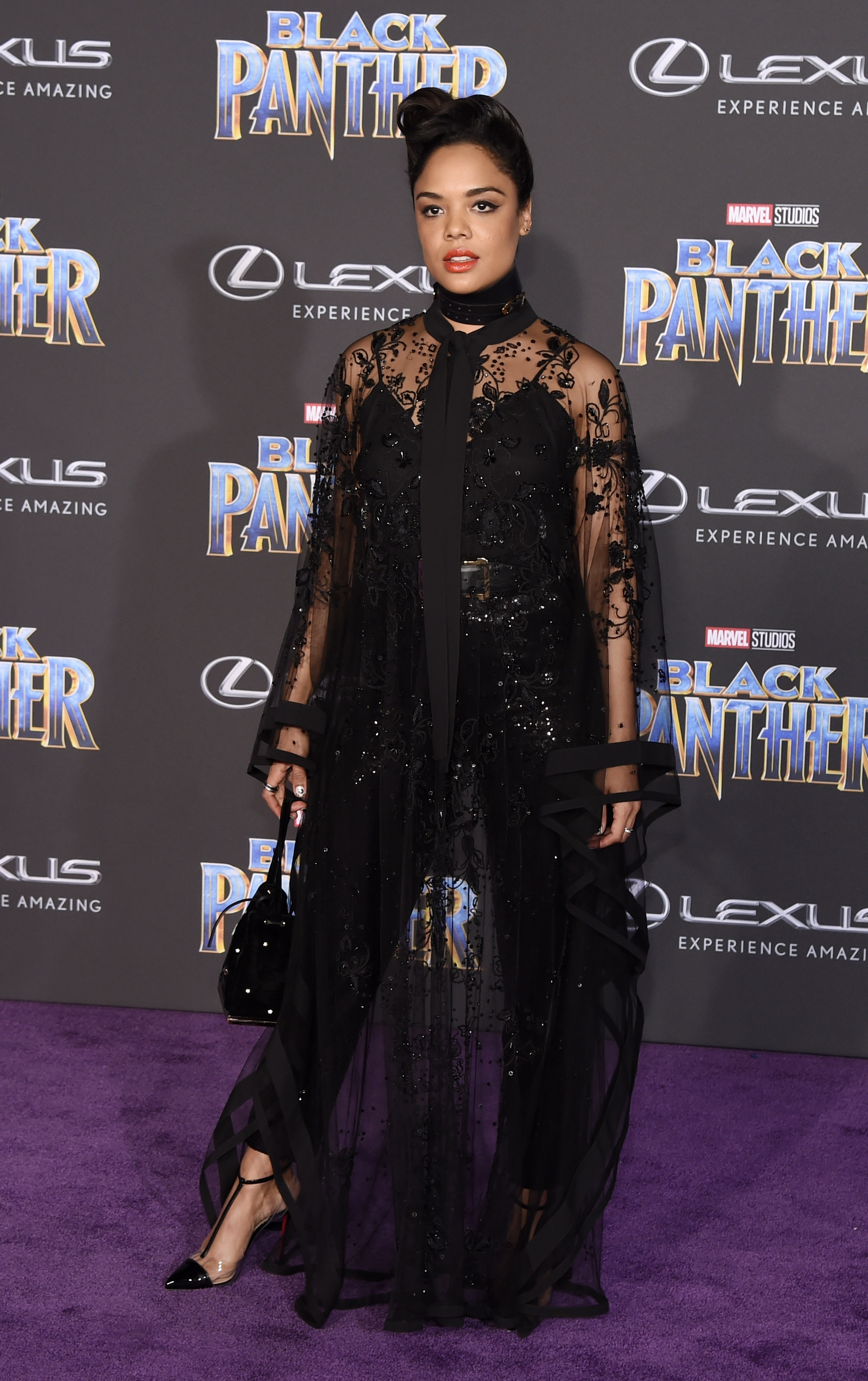 Tessa Thompson en Elie Saab, (Chris Pizzello/Invision/AP)