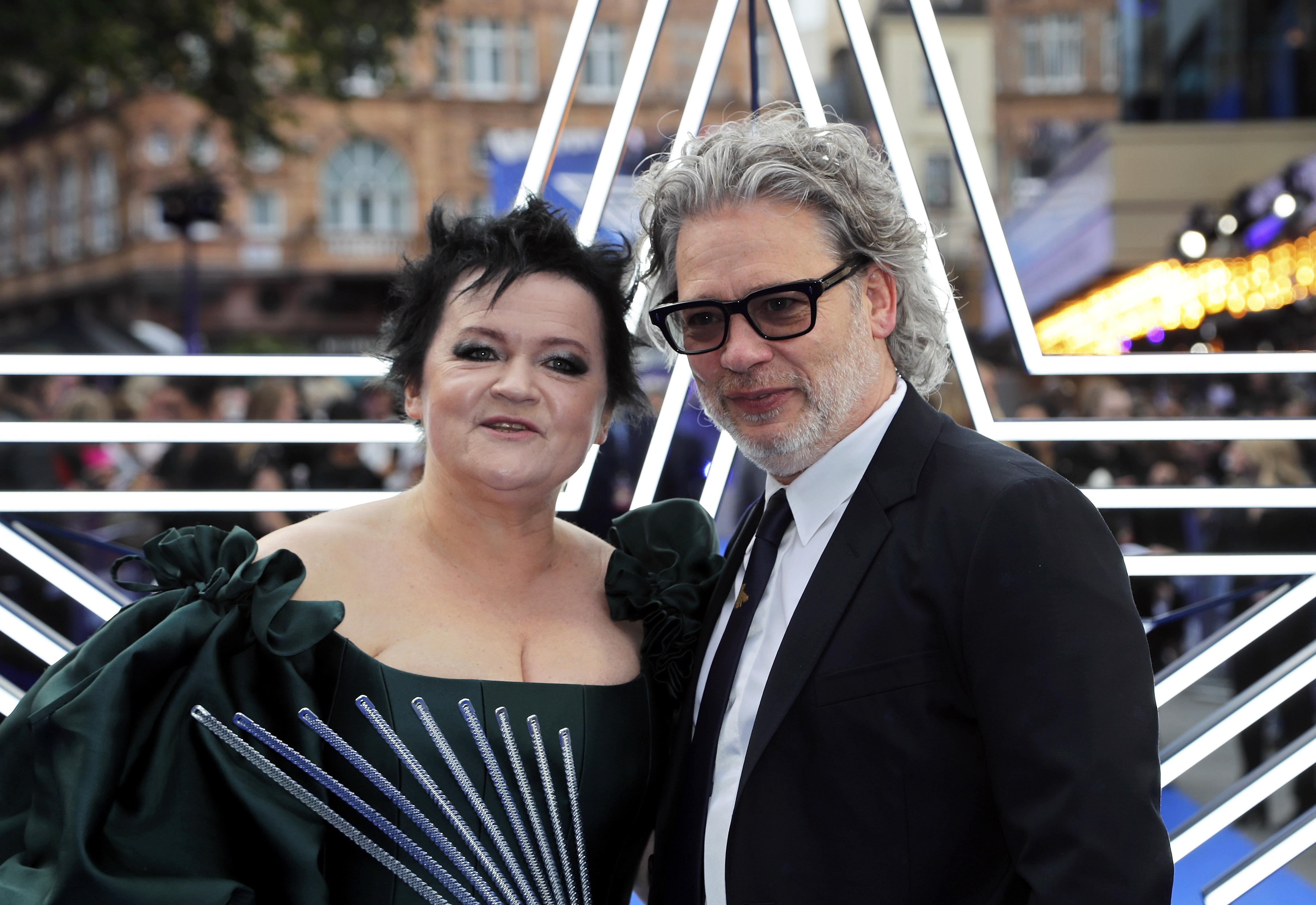 El director Dexter Fletcher y su esposa Dalia Ibelhauptaite. (AP Photo/Frank Augstein)