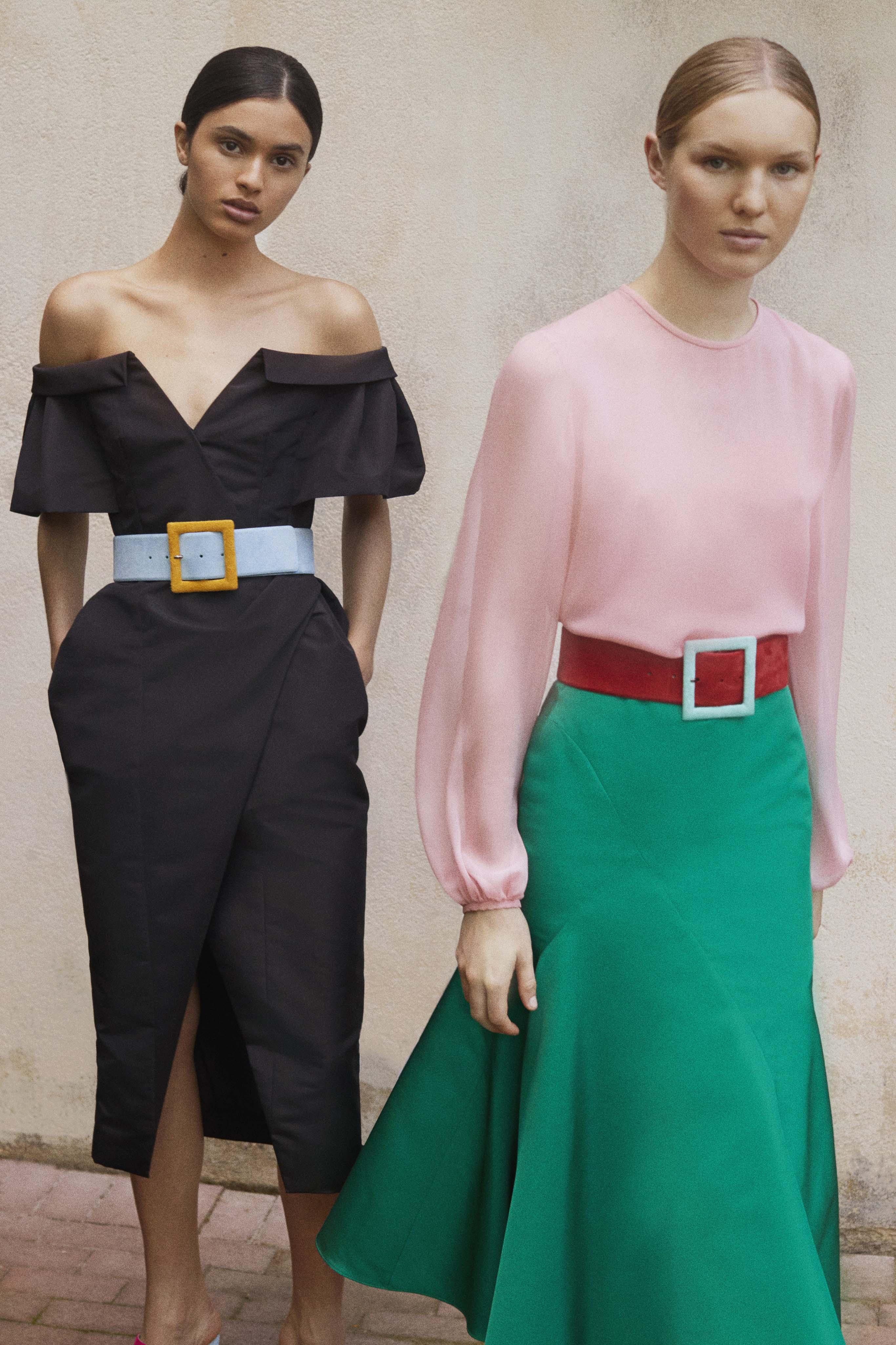 Combinados con blusas y faldas los cinturones se lucen en la colección veraniega de Carolina Herrera. Fotos: WGSN.