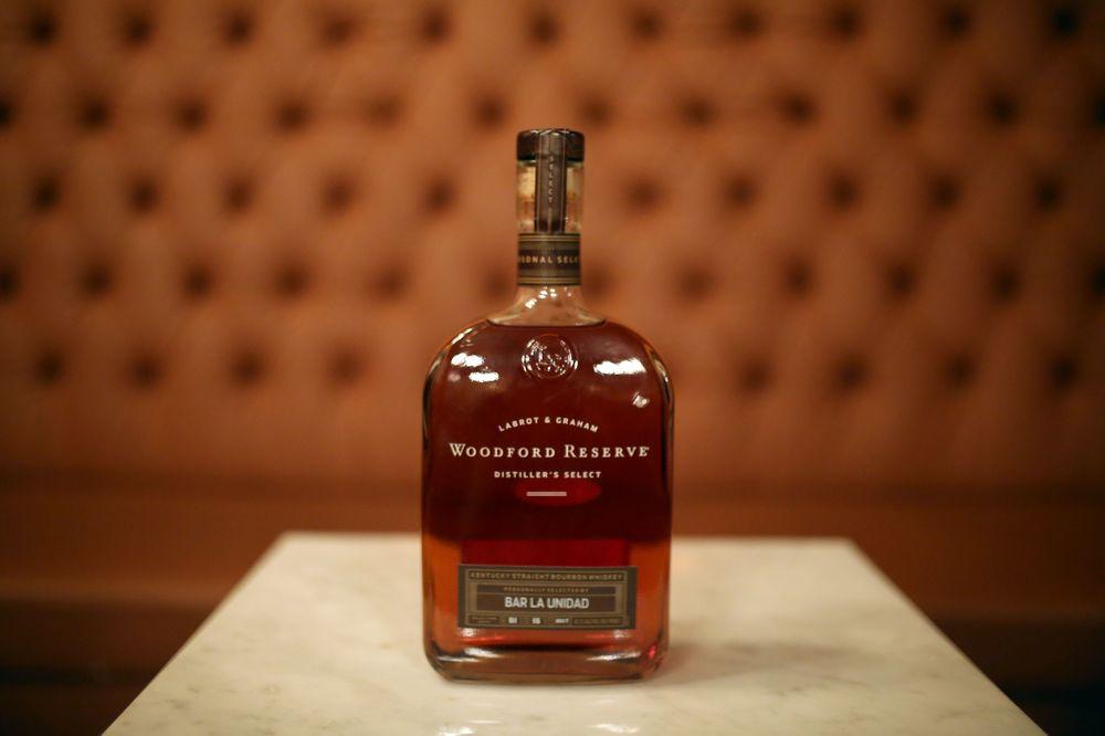 Su botella es ancha y de líneas sencillas. Foto José R. Pérez Centeno
