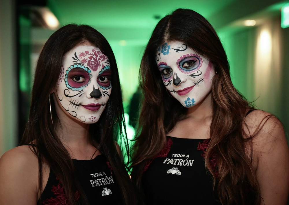 Dos chicas transformadas en Catrinas. (Foto: Suministrada)