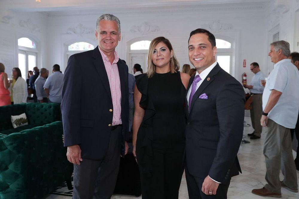 Adrián Rivera, Vanessa Roche el embajador y educador regional de The Macallan, Joe Cabassa.