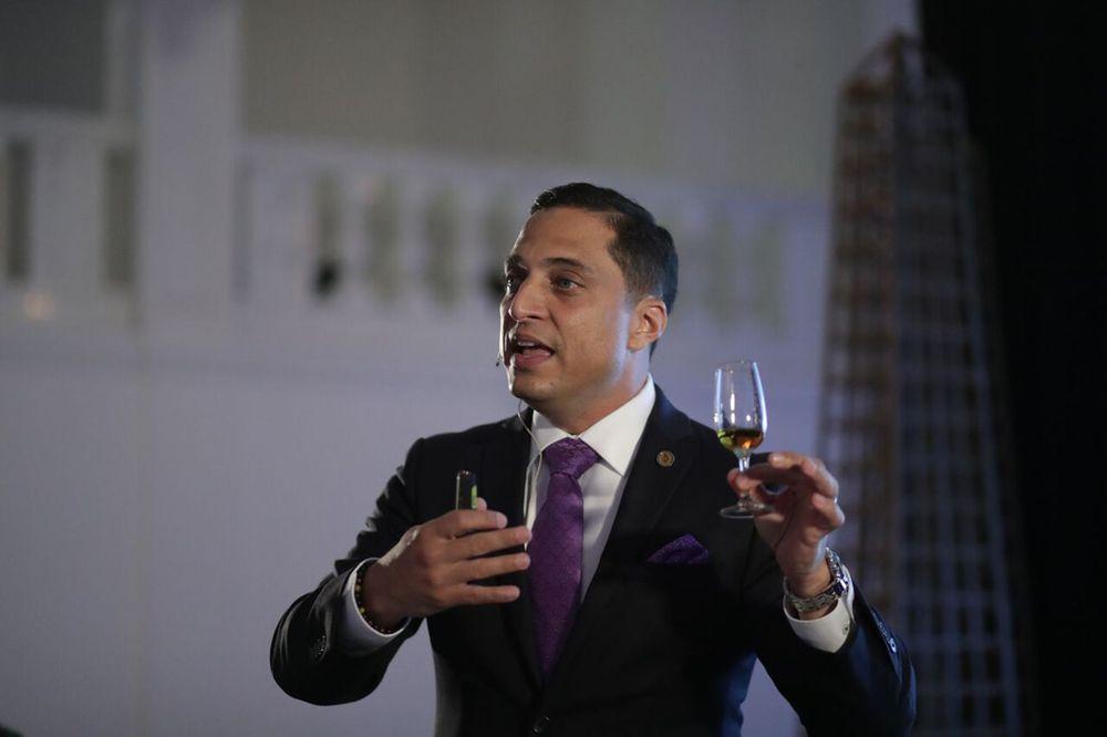 """""""The Macallan es un whisky lujoso posicionado como el más preciado y exclusivo alrededor del mundo. En Puerto Rico, los amantes al 'single malt whisky' han seleccionado a The Macallan como uno de sus preferidos"""", dijo Joe Cabassa."""