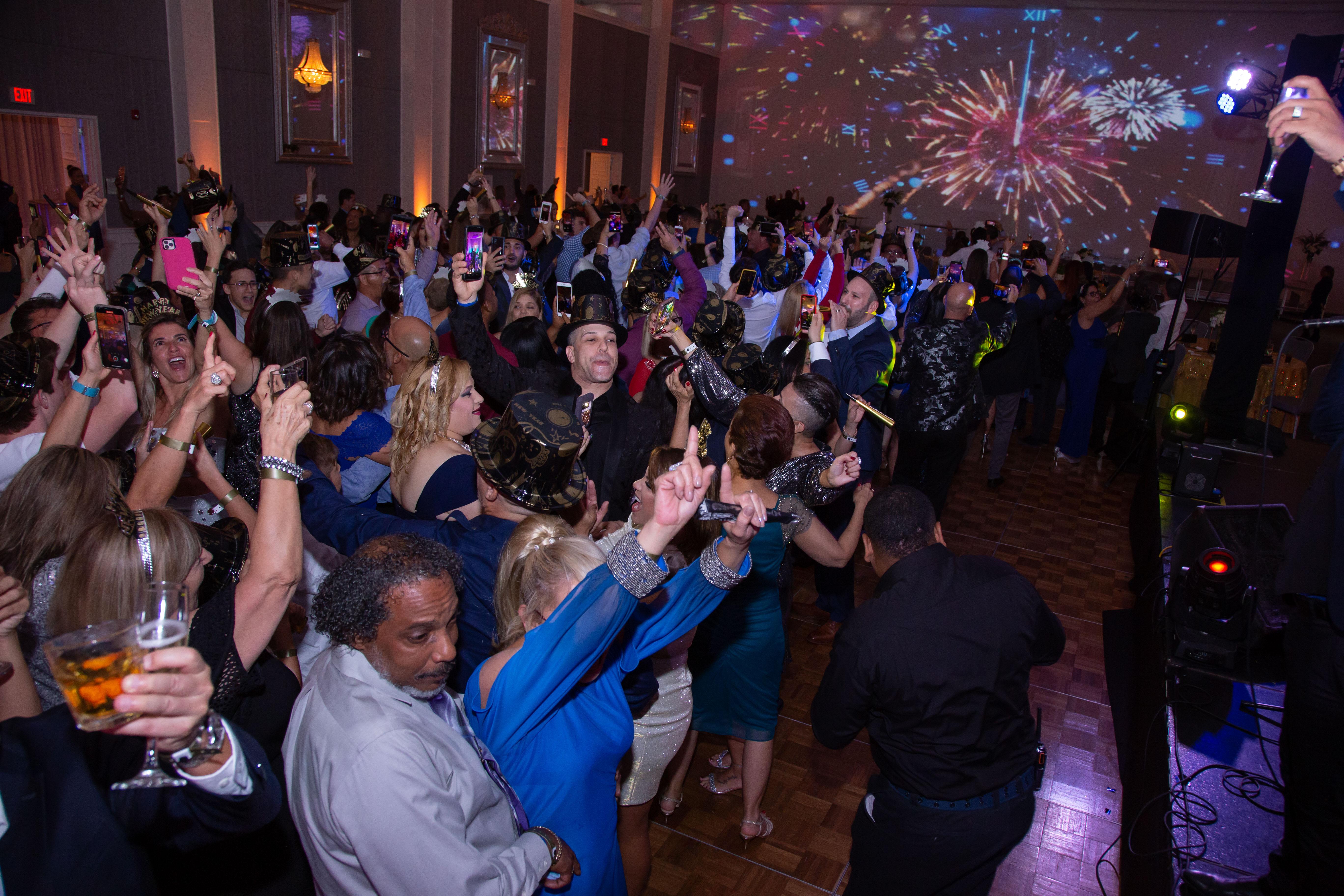 """Cientos de invitados celebraron la llegada de una nueva era en el recién nombrado y remodelado """"resort"""". (Suministrada)"""