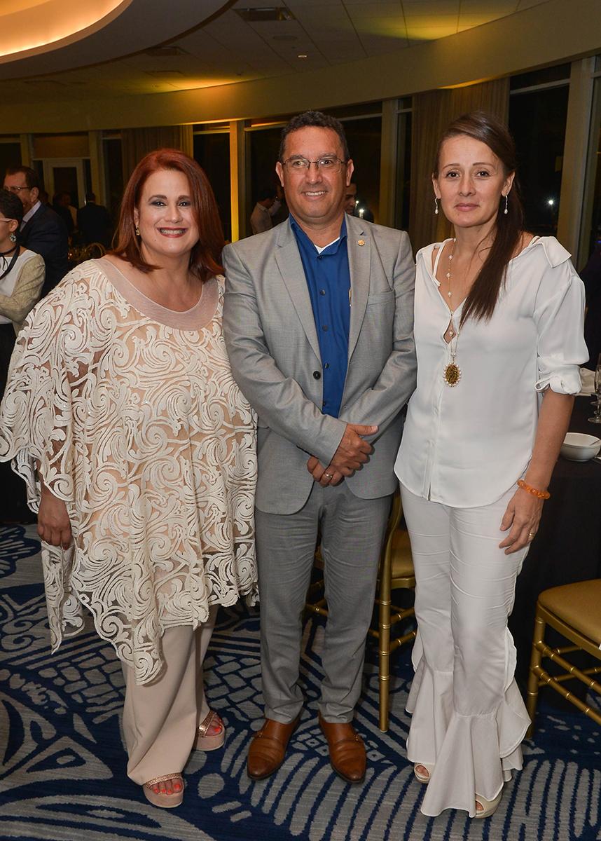 Aida Blancovich, Carlos Forero, cónsul de Colombia en Puerto Rico y María Eugenia Lamprea. (Enid M. Salgado Mercado)