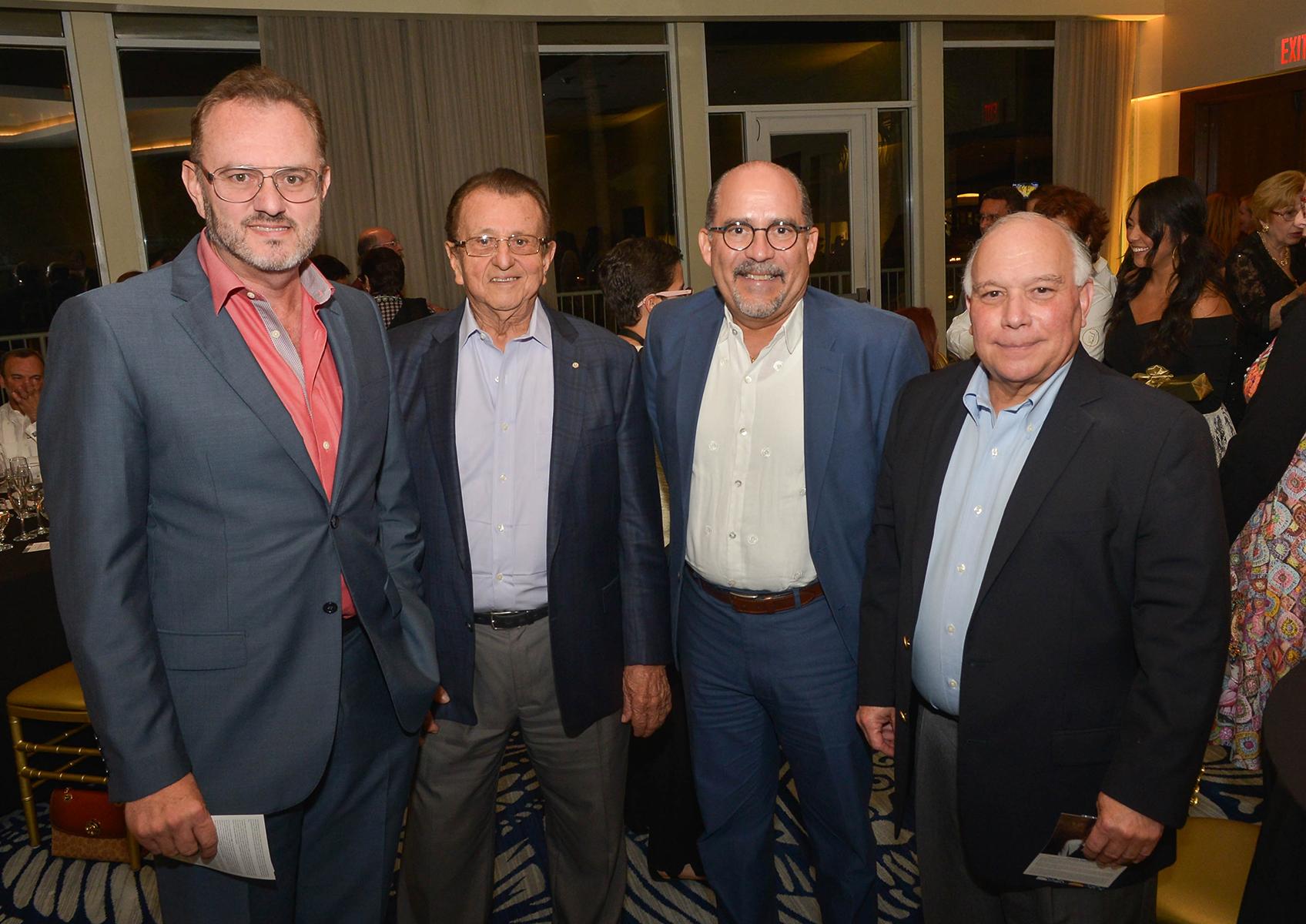 José Molina, José Molina padre, Gilberto Torres y Eduardo Flores. (Enid M. Salgado Mercado)