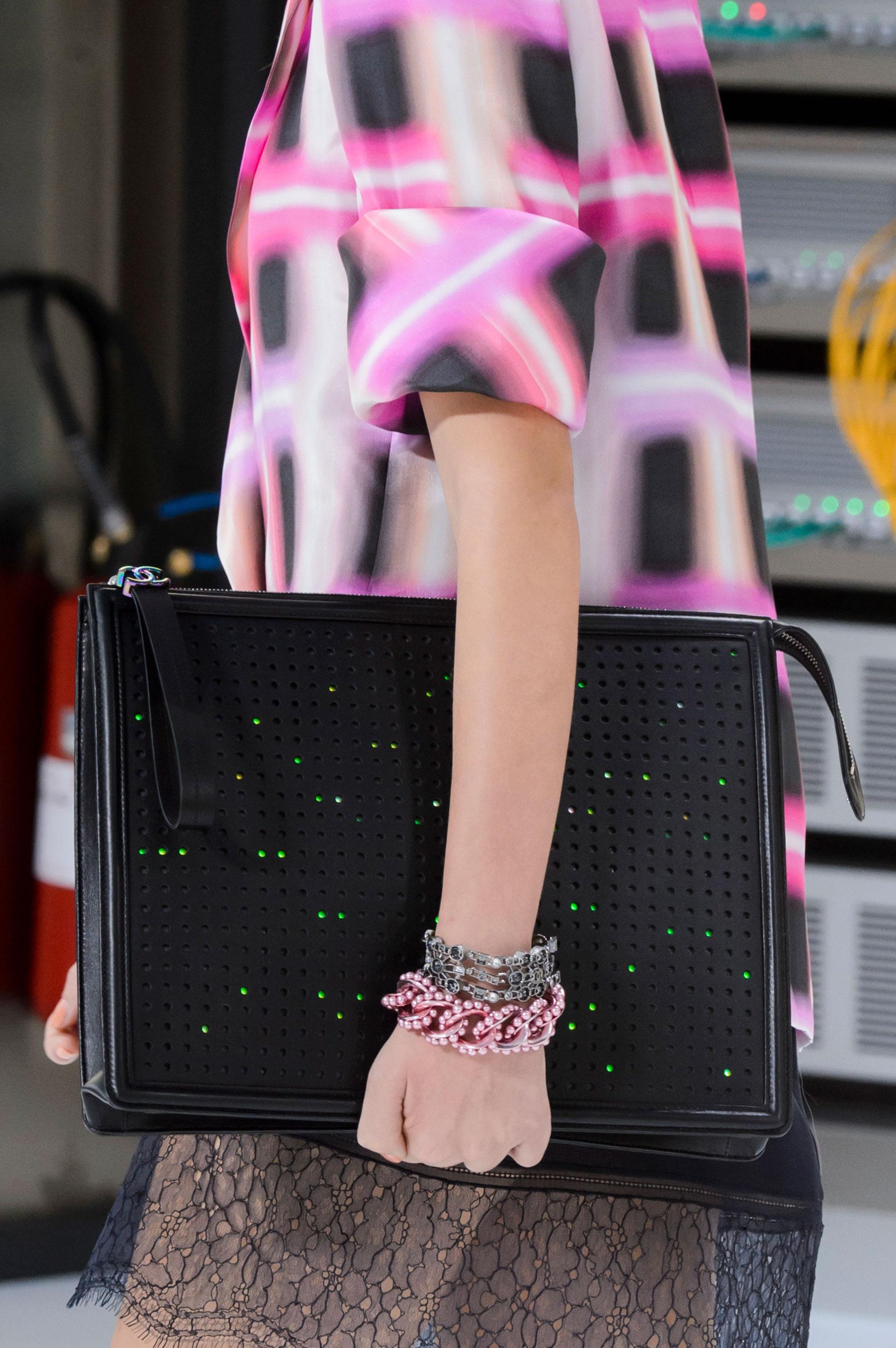 Chanel también apuesta a las piezas grandes. (The Fashion Group Foundation)