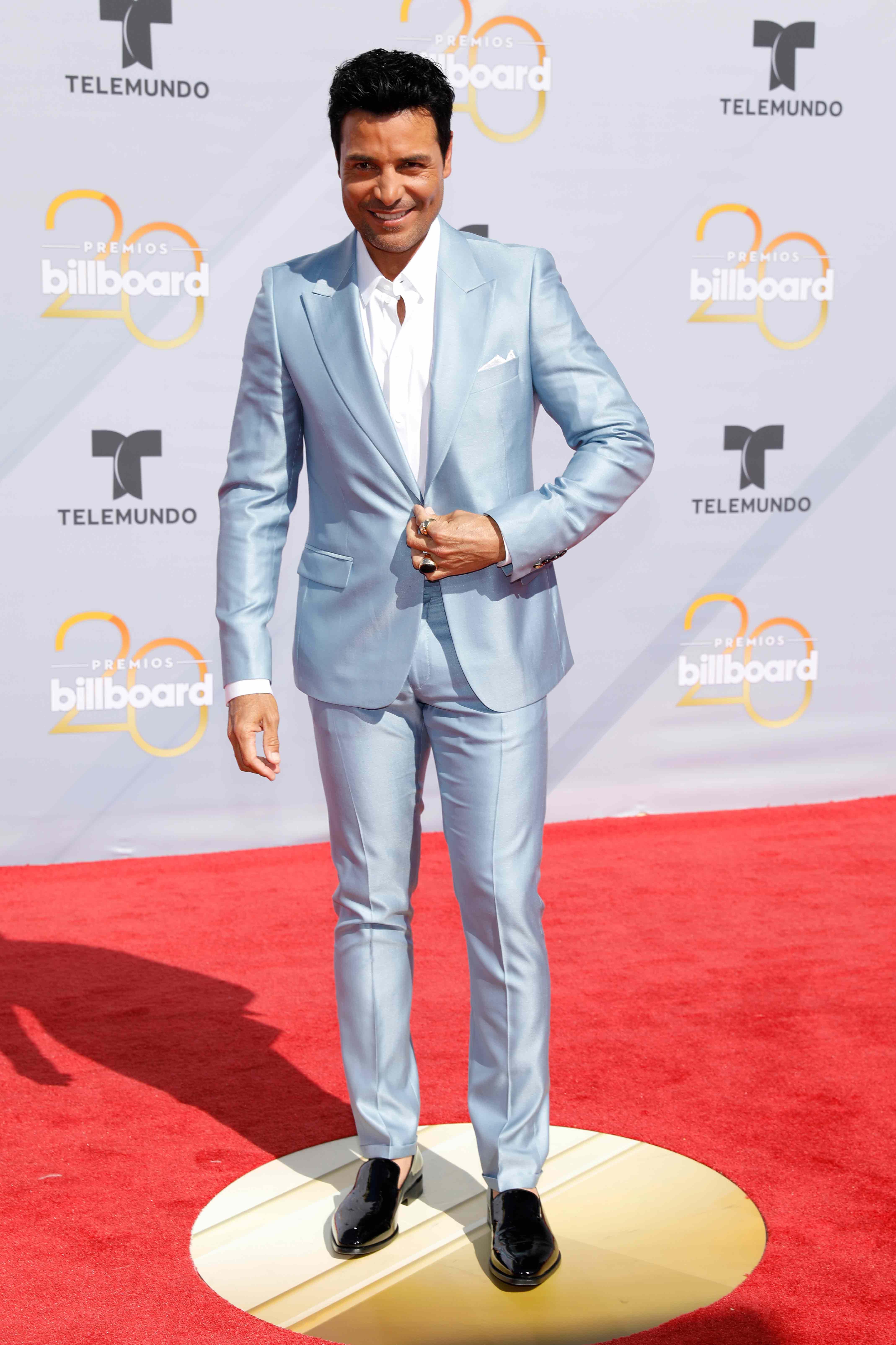 El puertorriqueño Chayanne dijo presente en los Billboards con un exquisito traje en tono celeste pastel. (Foto: AP)