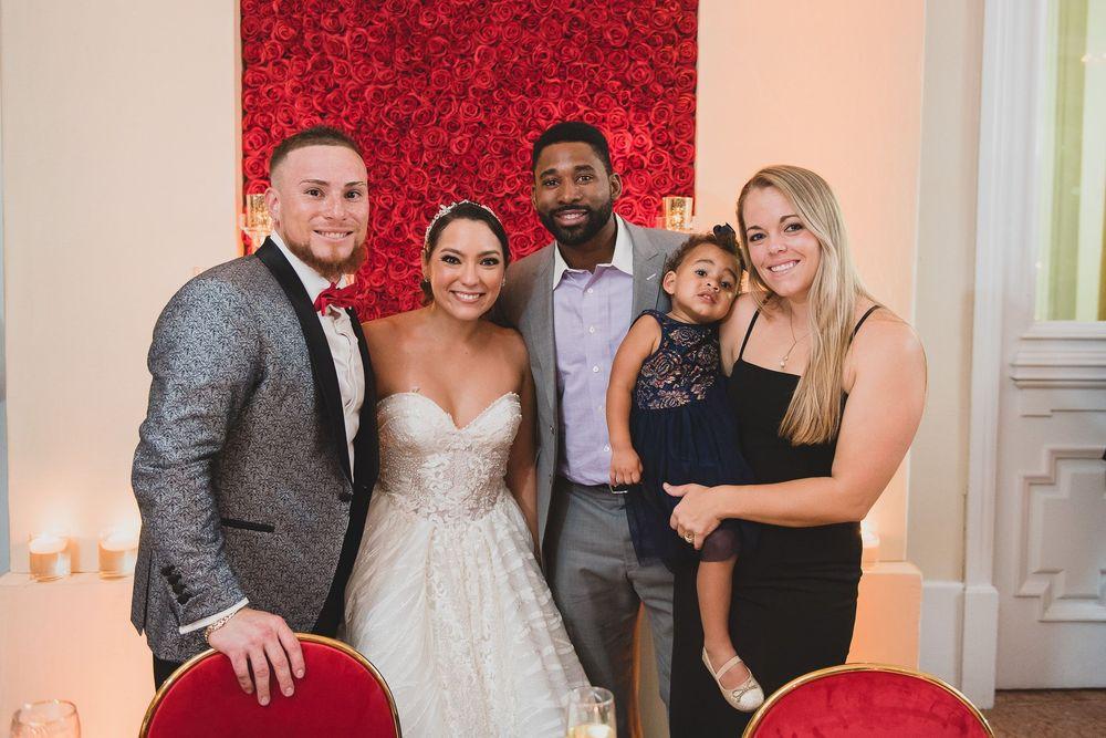 Christian Vázquez, Gabriela Otero, Jackie Bradley Jr., Erin Helring y su hija Emerson Claire.