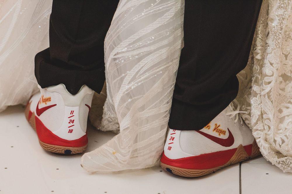 Christian Vázquez llevó tenis marca Nike personalizados con su fecha de boda.