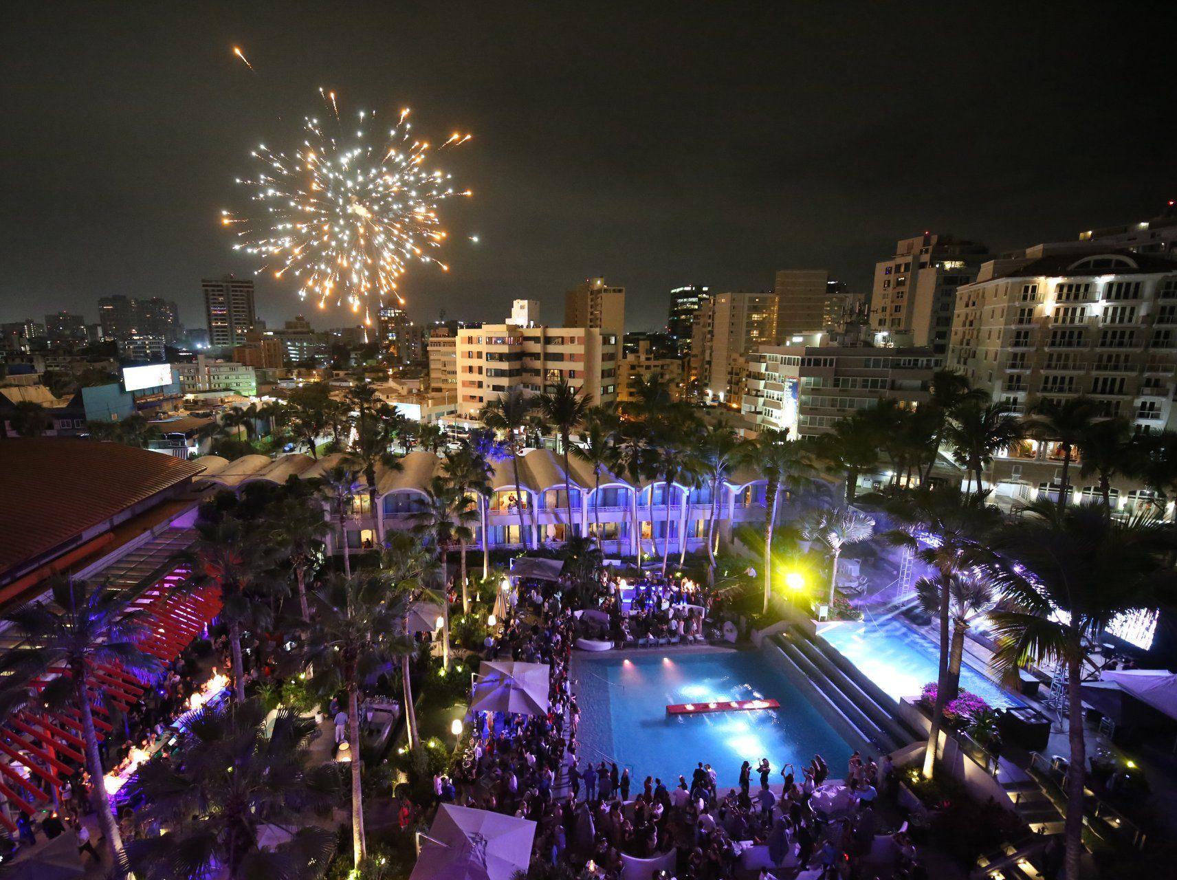 La Concha Resort culminó Stardust con fuegos artificiales. Suministradas