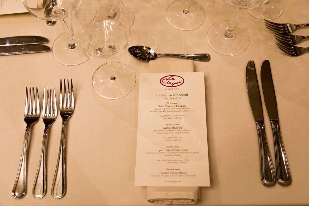 El evento constó de cuatro platos que fueron maridados con diversos vinos. El primer plato fue un Tuna Piment d'Espelette maridado con un Chardonnay de Stag's Leap, seguido por Scallop Black Tie maridado con un Pinot Noir de Etude; seguido de un Spice Brined Duck Breast maridado con un Cabernet Sauvignon de Stags' Leap. Por último, los invitados se deleitaron con un suculento Tropical Crème Brûlée, que incluyó ingredientes como ron, vainilla de coco y piña. (Foto suministrada).