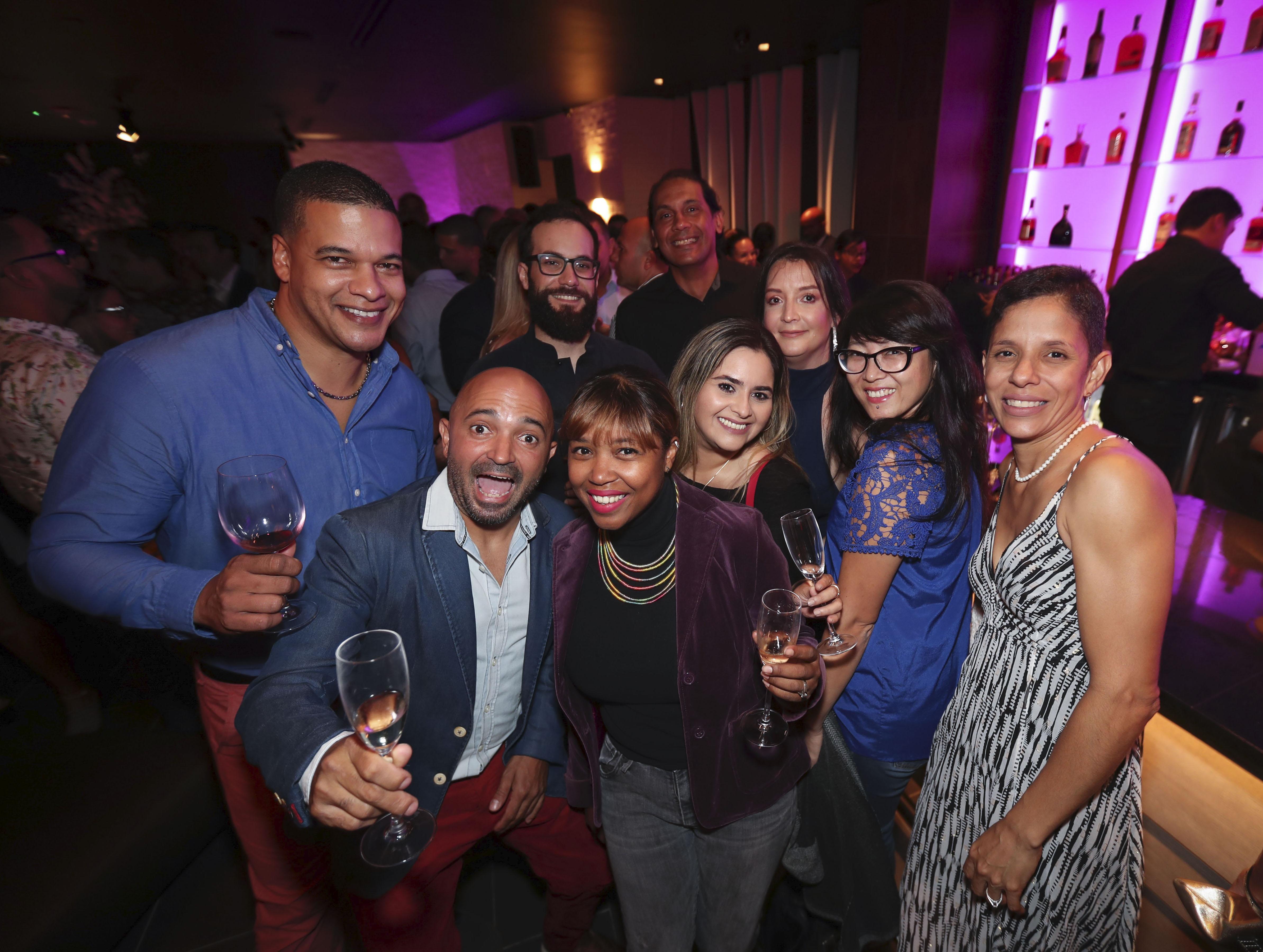 Colegas chefs compartiendo en la apertura de STK San Juan. (Suministradas)