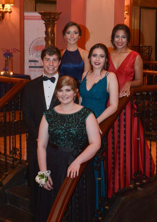 La Directiva de la Clase 2017: Emilio Rodríguez, Frances Solero, Natalia Bermúdez, Laura Tavera y  Ana Marazzi, en el Prom Night de la Commonwealth-Parkville School en el hotel Condado Vanderbilt.