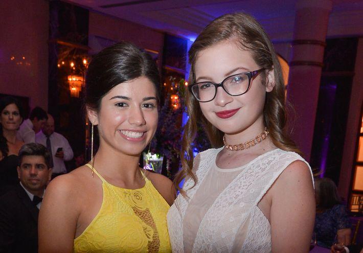 Paola González y Lorena Surface, en el Prom Night de la Commonwealth-Parkville School en el hotel Condado Vanderbilt.