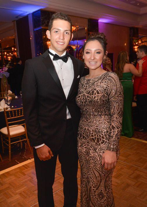 Julián Cardona y Micaela Pertusi, en el Prom Night de la Commonwealth-Parkville School en el hotel Condado Vanderbilt.