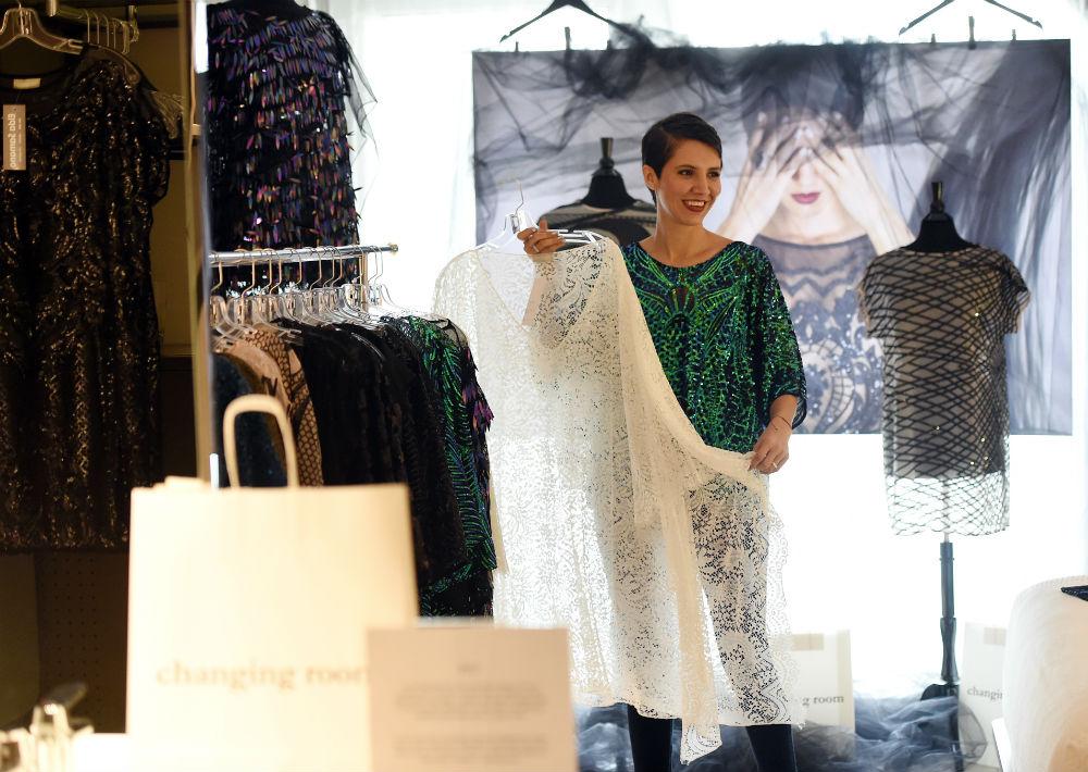 La diseñadora colombiana radicada en Puerto Rico, Elda Samano, llevó una colección de vestidos inspirados en las libélulas. (Foto: André Kang)