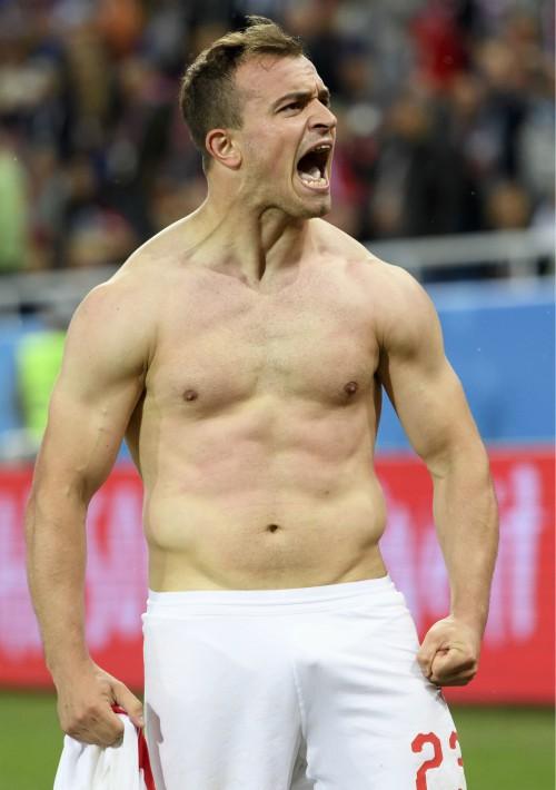 El suizo Xherdan Shaqiri, feliz tras ganar a Serbia en Kaliningrado. (EFE)