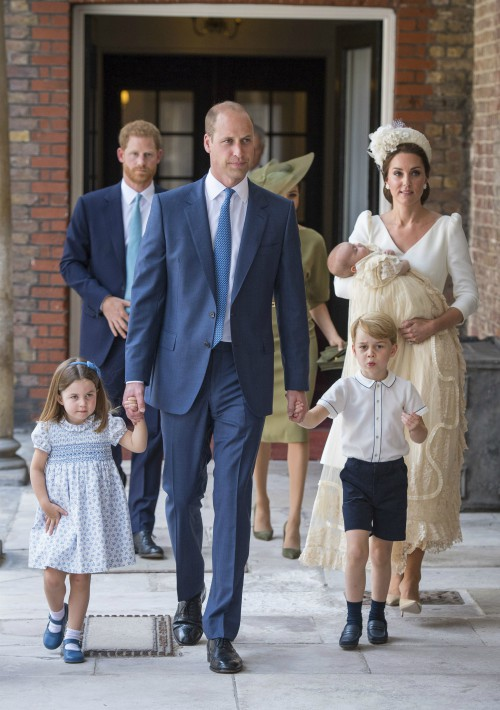 La fecha constituye la primera vez que se ha podido ver a la recién estrenada familia de cinco al completo. (Foto: AP)