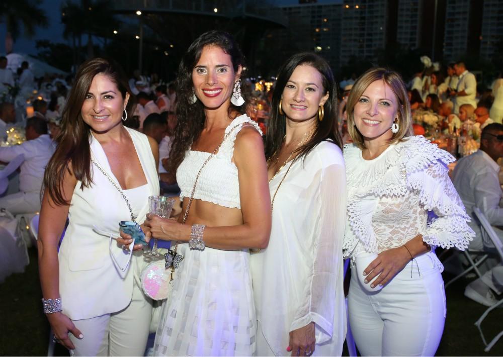 Grishelda Díaz, Katira Díaz, Bárbara Naveiro y Anouk Underwood. (José R. Pérez Centeno)