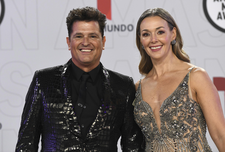 Carlos Vives, quien estuvo acompañado de su esposa, Claudia Elena Vásquez, aprovechó para hablar de su nuevo tema musical junto al boricua Ricky Martin. (AP)