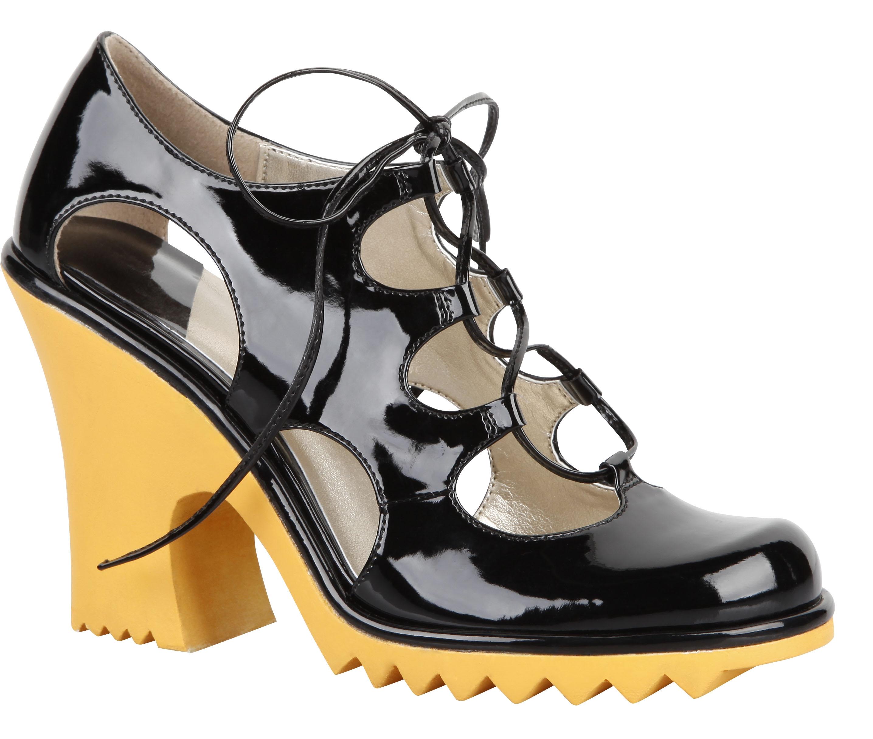 Isabel Toledo trabajó una colección de zapatos y carteras para Payless Shoes, como esta pieza en charol con cordones. (Foto Suministrada)