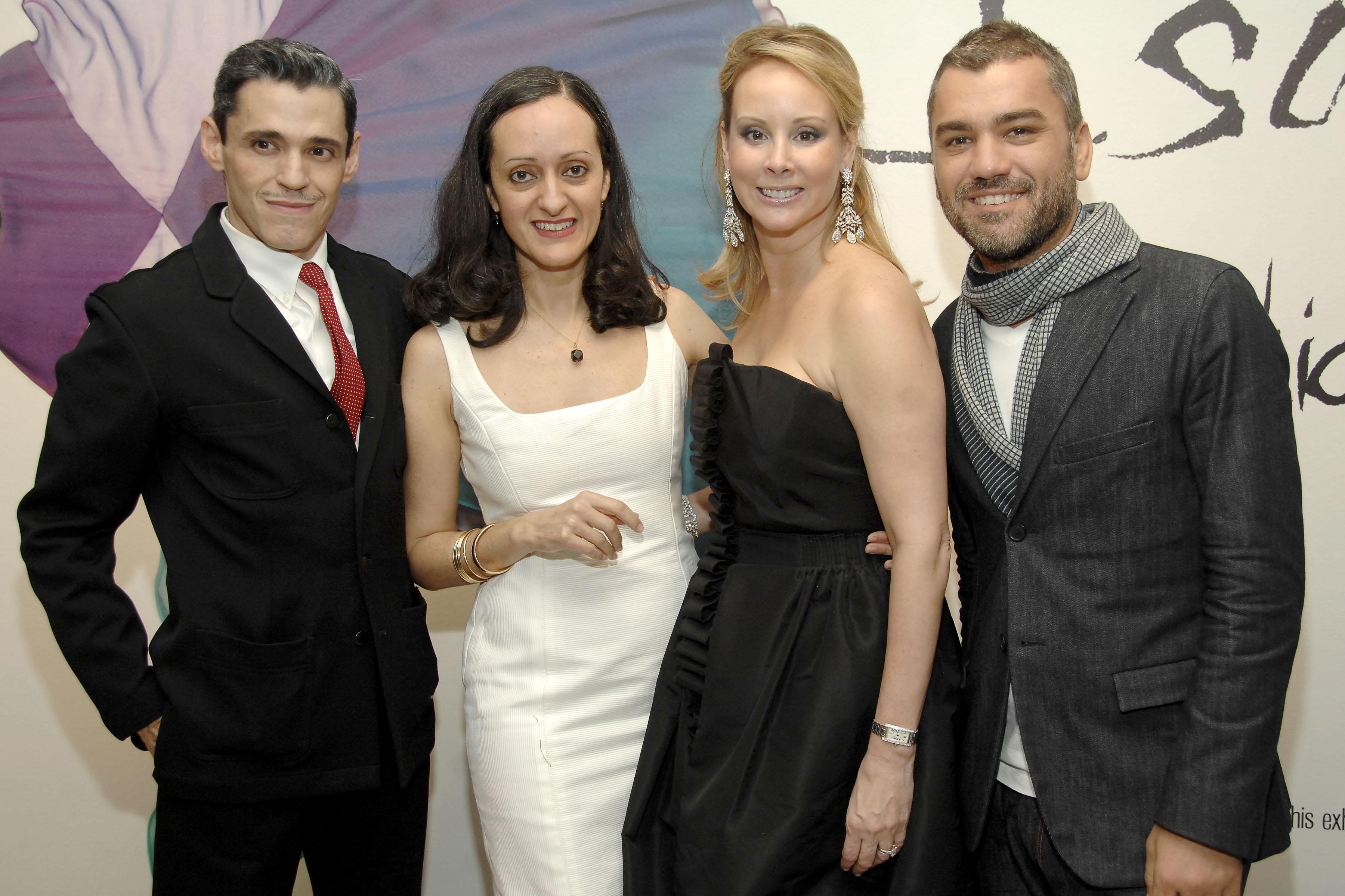 Ruben e Isabel Toledo junto a los puertorriqueños Yaz Hernández, benefactora de las artes y coleccionista de alta moda, que también reside en Nueva York y Edmundo Castillo, diseñador de zapatos. (Foto Patrick McMullan/Ben Gabbe)