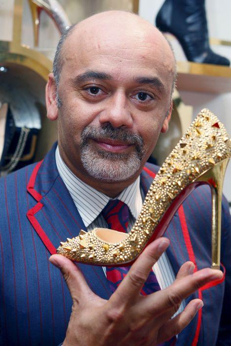"""Christian Louboutin es uno de los diseñadores de zapato más famosos y sus creaciones -entre ellas los """"pumps""""- se distinguen por su suela roja. (Foto: Archivo)"""