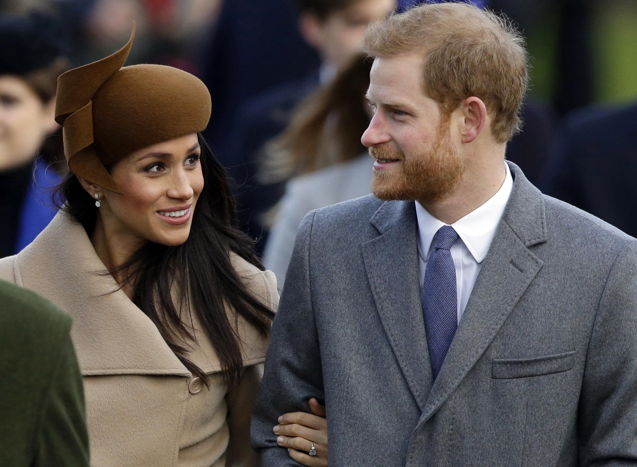 En el 2017, meses antes de la boda, Meghan de su primer servicio religioso navideño con la reina Elizabeth II, una importante actividad a la que todos los años asisten casi todos los miembros de la familia real británica. (Archivo)