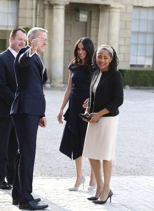Meghan Markle y su madre son oficialmente recibidas por el personal  del Cliveden House Hotel.  Steve Parsons/PA Wire