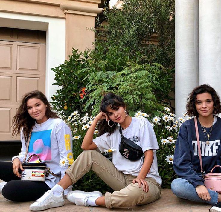 """Selena Gómez - En su colaboración con la marca Coach, la actriz también cuenta con """"fanny packs"""" divertidos y versátiles. (Foto: Captura Instagram)"""