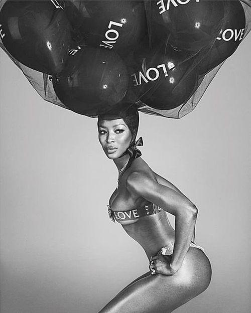 """La vanguardista revista inglesa de moda y estilo """"Love"""" celebra su décimo aniversario con increíbles editoriales y fotos como esta de la modelo inglesa Naomi Campbell, que a sus 48 años se ve mejor que nunca. (Foto: Suministrada)"""