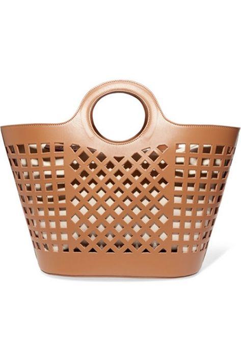 """El bolso """"Colmado"""" de Hereu, inspirado en la tradicional cartera plástica usada en ciertas regiones del Mediterráneo, fabricadas en piel en España, ahora son objeto de deseo. (Foto: Suministrada)"""
