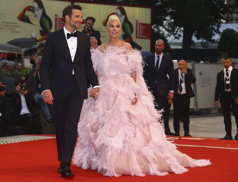 Bradley Cooper y Lady Gaga (Foto: AP)