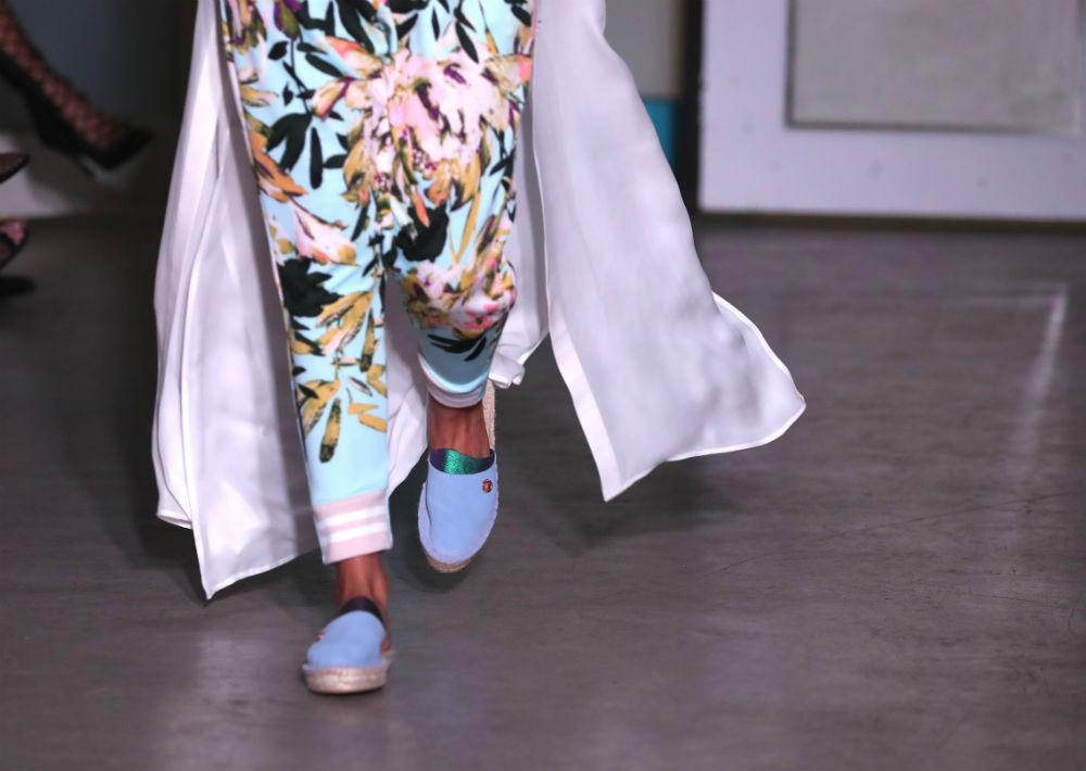 El calzado seleccionado para complementar la propuesta fue el estilo alpargata. (Foto: David Villafañe)