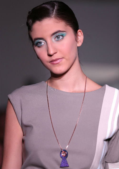 Las piezas contaron con detalles que muestran la evolución de la marca Miriam Budet, como son los zippers y argollas que llevan la ropa y que tienen el nombre de la diseñadora ya impreso.  (Foto: David Villafañe)