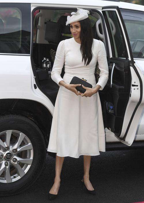 No cabe duda que la falda midi circular es una de las preferidas de la duquesa de Sussex. Esta fue la pieza seleccionada para encuentro con el presidente de Fiji, Jioji Konrote in Suva. (AP)