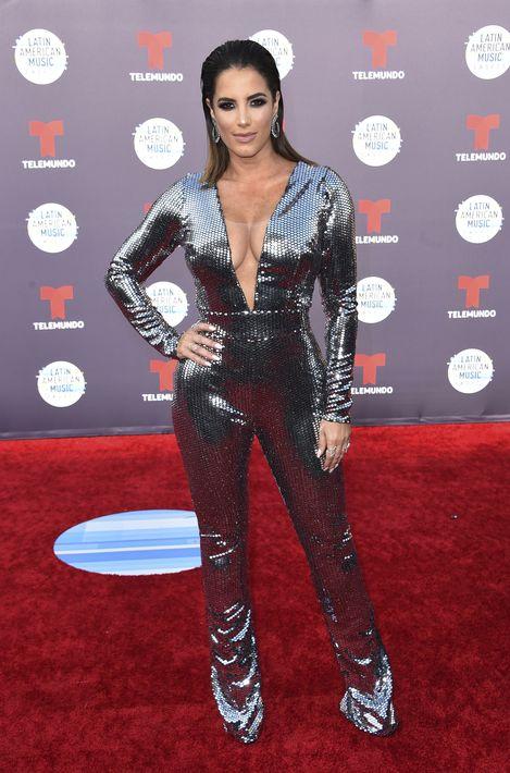 """Gaby Espino lució impactante y diferente con un """"jumpsuit"""" metálico de la diseñadora dominicana. Giannina Azar. (Foto: AP)"""