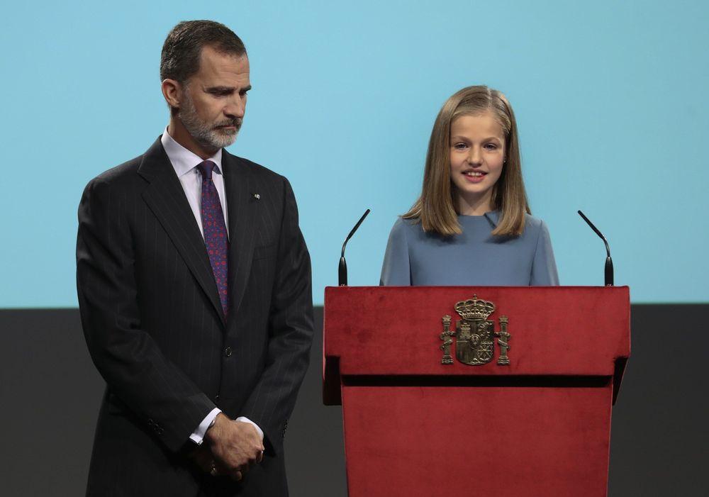 Para celebrar su cumpleaños número 13, Leonor pronunció sus primeras palabras en público en un acto oficial con motivo del 40 aniversario de la Constitución en el que leyó el artículo 1 de la Constitución española, como parte de una lectura íntegra del texto que realizaron varias personas. (EFE)